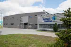 Johnson Controls продава бизнеса с акумулатори