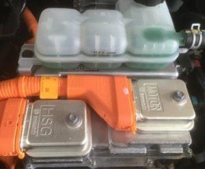 Какви компоненти съдържат хибридните и електрическите автомобили