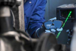 TRW Electric Blue: Спирачни накладки за електрически и хибридни превозни средства, наградени за иновация
