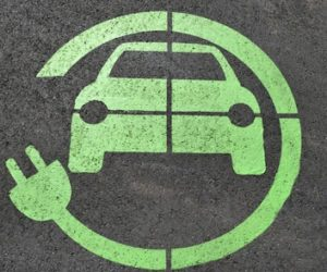 Как индустрията за резервни части се приспособява към възхода на електромобилите