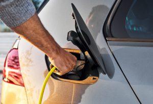 Vitesco Technologies намалява разходите за задвижване на Plug-In хибриди