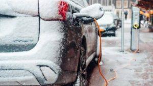 Проучване показва, че електрическите коли стават практически безполезни в студено време