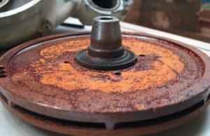 Протичане на водните помпи, причинено от охлаждащата течност