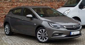 Шумове в областта на задните колонки на купето при Opel Astra K