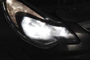 Смяна на крушката на фара на Opel Corsa D