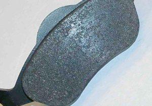 Причини за проблеми с дисковите спирачки и отстраняването им