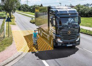 Система за подпомагане при завой за всички камиони – Continental прави пътищата по-безопасни за пешеходци и велосипедисти