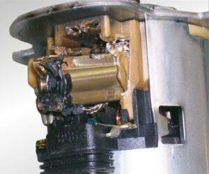 Неизправност на помпата за вторичен въздух поради блокирало реле